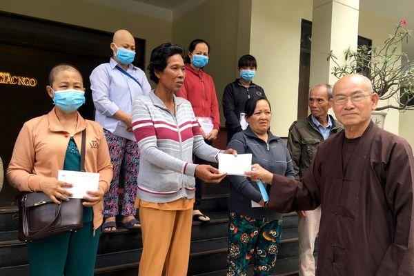 Phật tử, bạn đọc cúng dường chùa, ủng hộ bệnh nhân