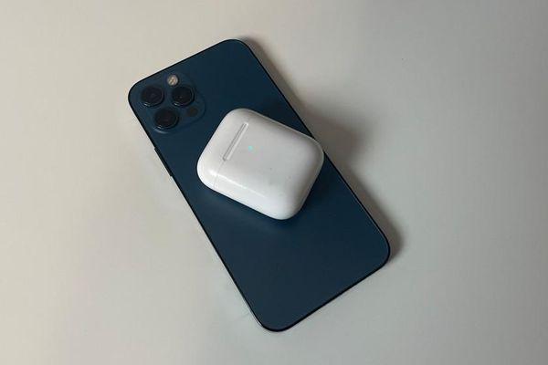 Thật bất ngờ: Các mẫu iPhone 12 có thể hỗ trợ sạc ngược không dây cho các phụ kiện Apple?