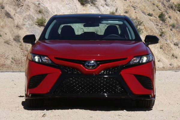 Toyota Camry TRD 2020 - lái hay, ít trang bị tiêu chuẩn