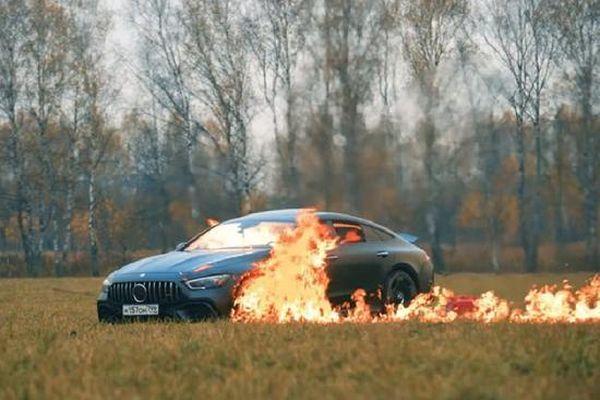 Xế sang tiền tỷ Mercedes-AMG GT 63S bị thiêu rụi bởi 'khá bảnh bản quốc tế'