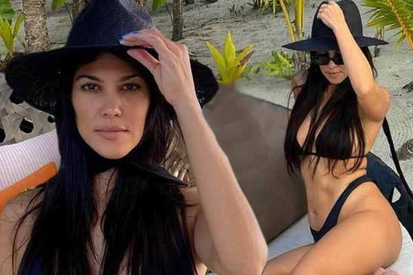 Chị gái Kim 'siêu vòng ba' khoe hình thể như gái đôi mươi với bikini ở tuổi 41