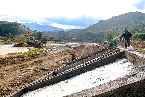 Dự án Kè bảo vệ bờ sông Tô Hạp: Người dân chưa nhận đủ tiền đền bù
