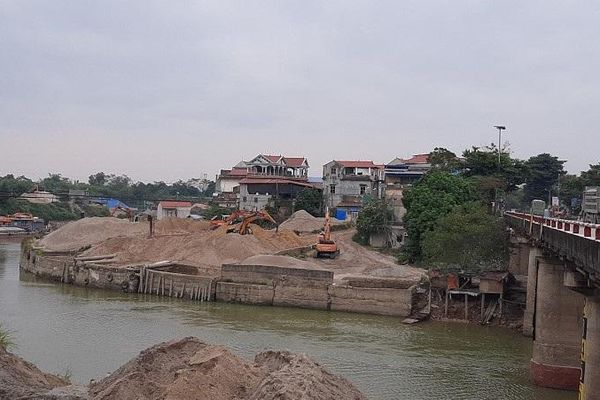 Sóc Sơn: Sớm làm rõ trách nhiệm để tồn tại 9 bãi chứa, trung chuyển vật liệu xây dựng hoạt động không phép