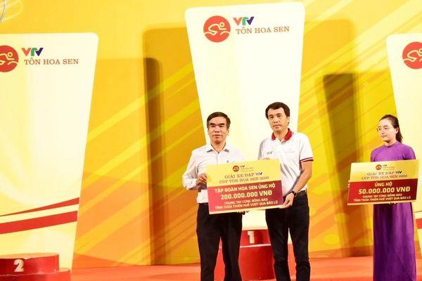 BTC Giải xe đạp quốc tế VTV 2020 hỗ trợ gia đình 13 liệt sĩ hy sinh ở Rào Trăng 3