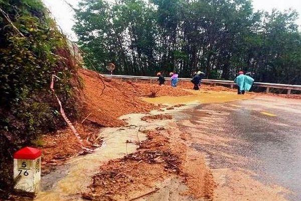 Thừa Thiên - Huế: Khẩn trương hỗ trợ người dân khắc phục thiệt hại do bão số 9