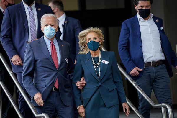 Bầu cử Mỹ 2020: Vợ chồng đại diện đảng Dân chủ bỏ phiếu sớm tại 'sân nhà'