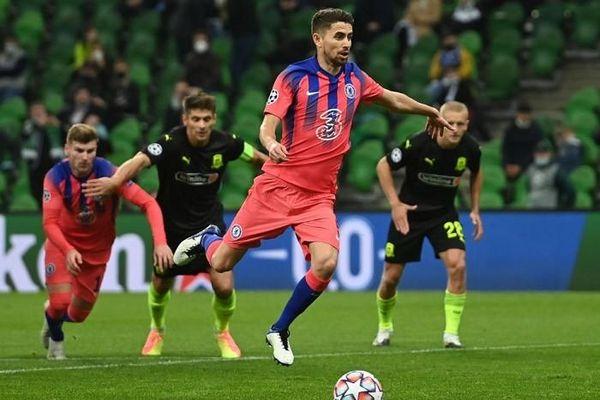 HLV Lampard tính tước quyền đá 11m của Jorginho
