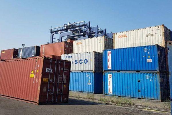 Cảng biển 'còng lưng' trả phí cho container phế liệu vô chủ