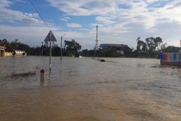 20 ngày vẫn còn ngập, dân vùng rốn lũ Huế - Quảng Trị 'kêu trời'
