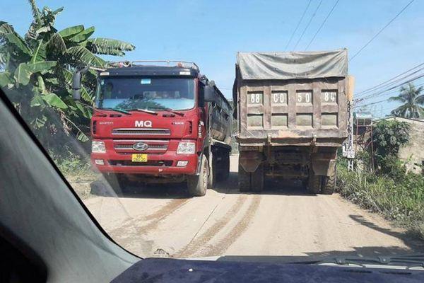 Vĩnh Phúc: Xe quá tải quần nát đường nông thôn