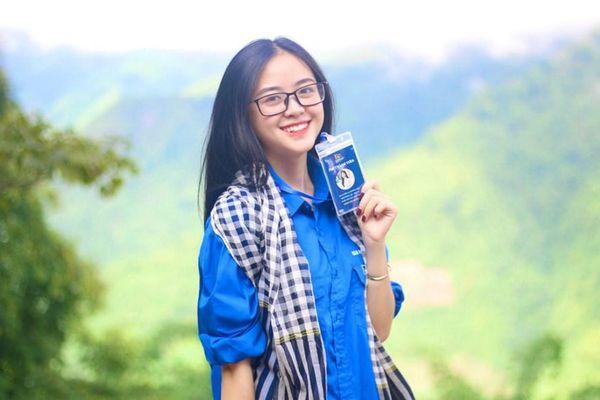 Nữ sinh xinh đẹp, sở hữu nụ cười tỏa nắng, đam mê hoạt động tình nguyện