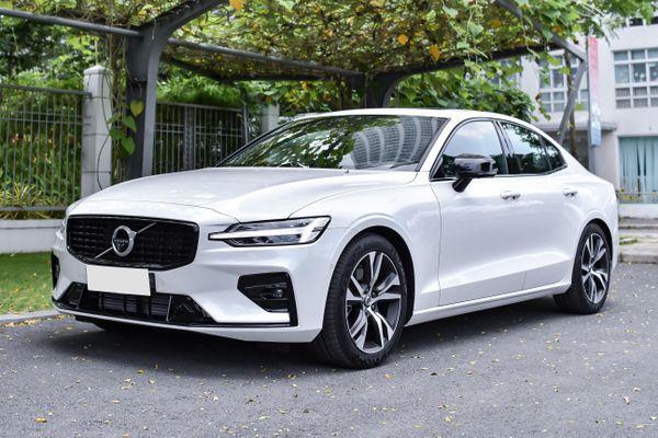 Chi tiết Volvo S60 R-Design giá từ 1,7 tỷ đồng, đối thủ Mercedes C 200
