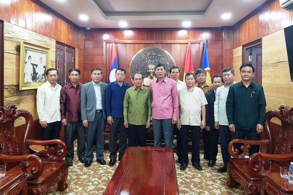 Tỉnh Luang Prabang ủng hộ miền trung khắc phục hậu quả bão lụt