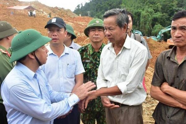 Rào Trăng 3: Thân nhân nạn nhân mất tích cùng Chủ tịch tỉnh vào hiện trường