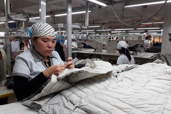 'Nới' điều kiện doanh nghiệp vay vốn trả lương cho lao động bị ngừng việc