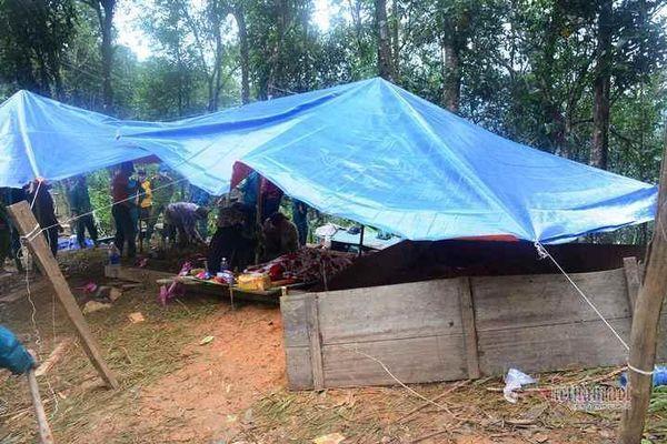 500 cán bộ, chiến sĩ cùng nghiệp vụ dầm mưa tìm người mất tích ở Trà Leng