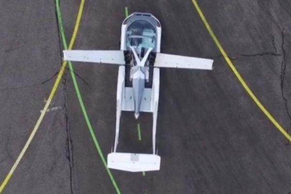 Siêu xe thể thao Aircar bất ngờ 'hóa' máy bay cất cánh trên bầu trời