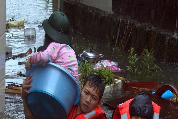 Sơ tán an toàn hàng nghìn hộ dân ở Nghệ An