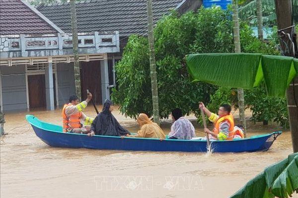 Nhìn lại đợt 'Lũ chồng lũ, bão chồng bão' ở miền Trung: Bài 2 - Đặc điểm thiên tai và cách chế ngự