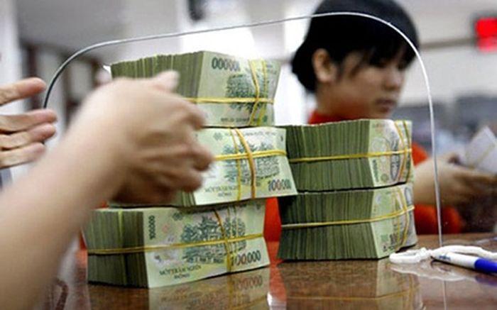 ... 2014 lạm phát ở mức 1,84%, năm 2015 khoảng 0,6%). Do đó, VND đang có vị  thế tốt và người dân có tiền đang được gửi với lãi suất 4 – 5%/năm.