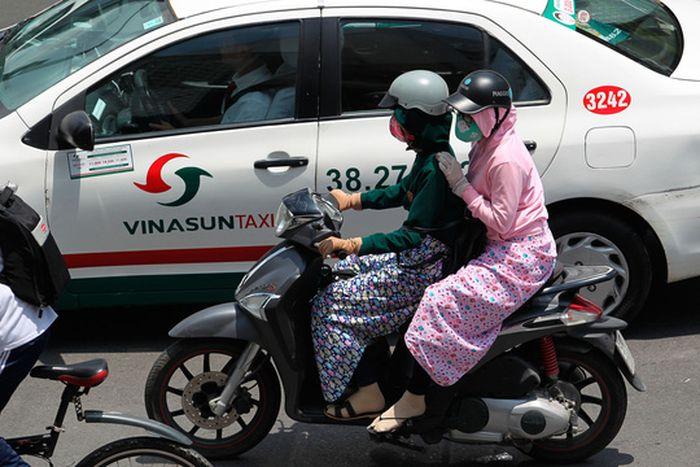 Những nguy hiểm từ việc mặc váy áo chống nắng lúc chạy xe