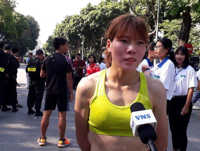 Báo Dân Việt: Tuyển thủ Việt Nam nói gì khi tỏa sáng tại Giải chạy Báo Hànôịmới?
