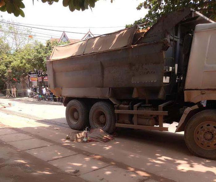 Báo Dân Việt: Đôi vợ chồng tử vong thương tâm trên đường đi bốc thuốc