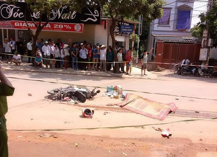 Báo ATGT: Cặp vợ chồng tử vong thương tâm sau va chạm xe chở đất