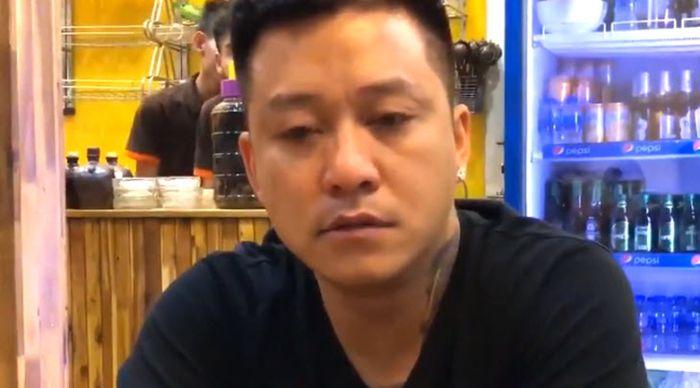Tuấn Hưng ra quán bar hát với Lệ Quyên sau khi khóc vì chuyện hủy bỏ show diễn kỷ niệm 20 năm