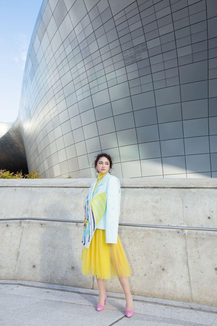 Báo Pháp Luật Plus: Thiên Nga bất ngờ 'lột xác' thu hút ống kính truyền thông tại Seoul Fashion Week 2018