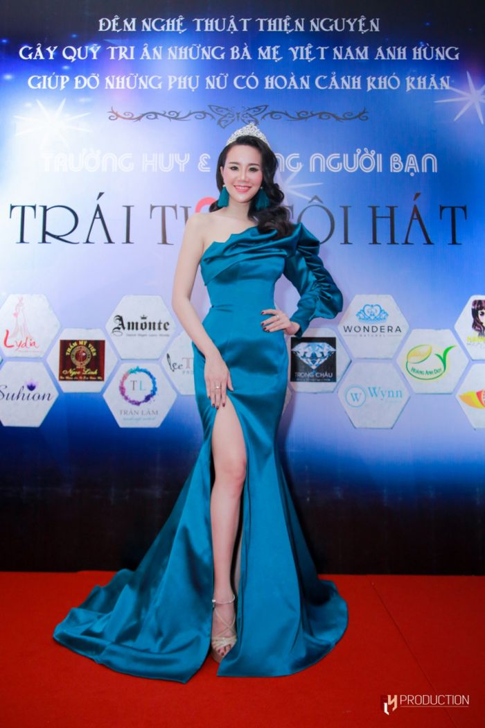 Á hậu Dương Yến Phi tỏa sáng trong vị trí vedette, đấu giá gây quỹ thành công cho đêm nhạc thiện nguyệnc