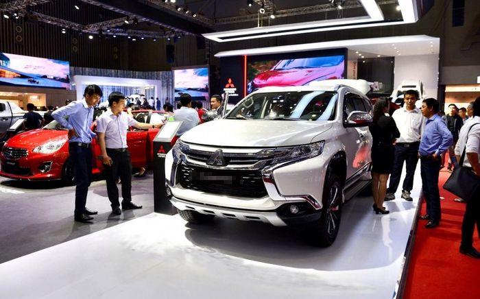 Ôtô nhập tràn về: Cuối năm giảm giá mạnh, dằn tiền mua xe Tết