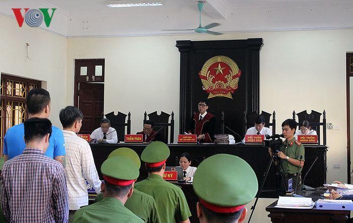 Báo VOV: Vụ dùng súng K54 bắn chết Giám đốc ở Hà Nam: Bị cáo than mệt tại Tòa