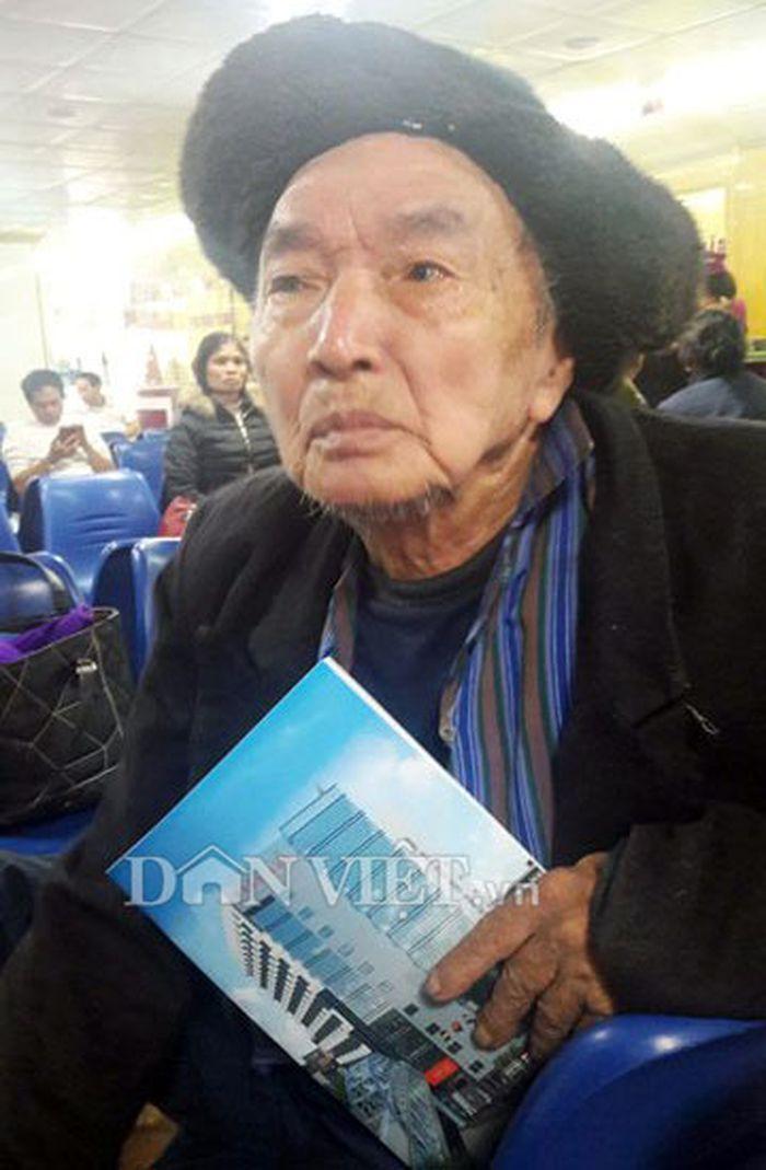 Cụ ông Hồ Hữu Bồng (huyện Quỳnh Lưu) chua chát với mức giá mà bệnh viện Cửa Đông thu. (Ảnh: Internet)