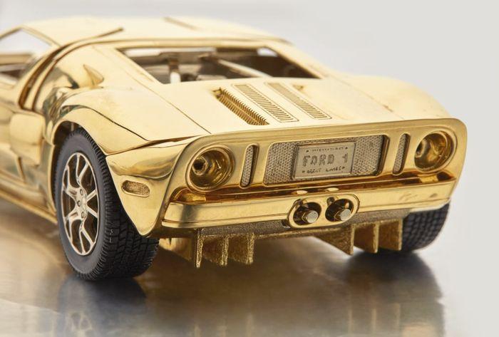 Mô hình Ford GT được đấu giá ngang BMW 3-Series