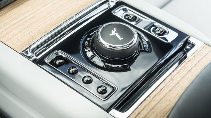 Chiêm ngưỡng Rolls-Royce Cullinan, Ôtô SUV siêu sang