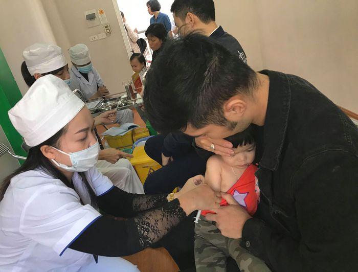 Hà Nội: Hơn 260.000 trẻ đã được tiêm bổ sung vắc xin sởi, rubella Hà Nội: Hơn 260.000 trẻ đã được tiêm bổ sung vắc xin sởi, rubella
