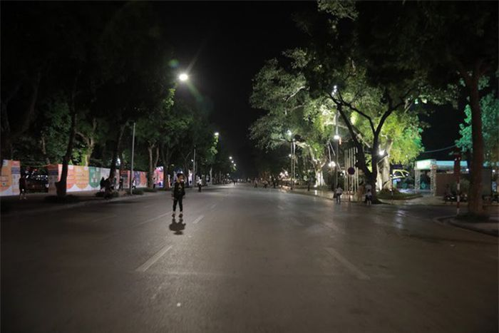 'Sợ bão'AFF Cup 2018, Hà Nội cấm ô tô, xe máy đi vào khu vực Hồ Gươm