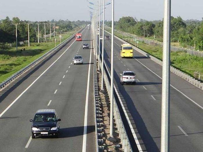 Đường bộ cao tốc Bắc - Nam, đầu tư có khả thi hay không?