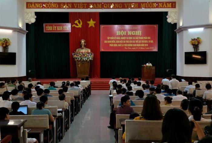 Báo Đảng Cộng Sản VN: Kon Tum: Tập huấn công tác đấu tranh phản bác các quan điểm, luận điệu sai trái