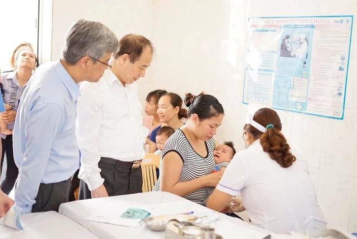 Báo TGTT: Thêm vắc xin 5 trong 1 được phép sử dụng trong chương trình tiêm chủng mở rộng
