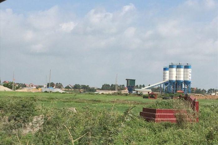 Báo Lao Động: Bắc Giang: Vì sao hơn 1 năm không xử lý được trạm trộn bê tông trái phép?