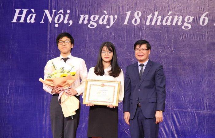Trường Đại học Luật Hà Nội tổ chức lễ trao bằng tốt nghiệp cho 1831 tân cử nhân Luật - Ảnh 2