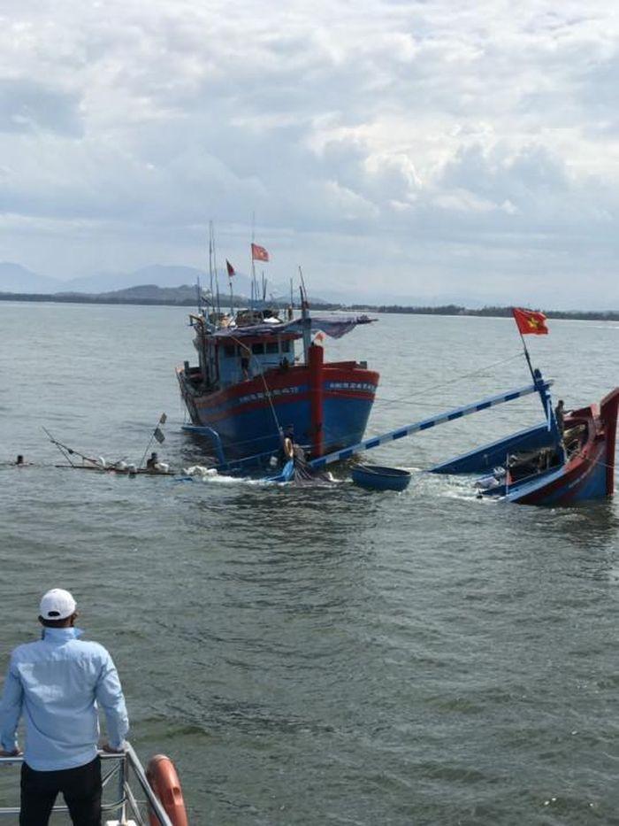 Báo TNMT: Quảng Ngãi: Tàu khách Chín Nghĩa 09 kịp thời ứng cứu 8 thuyền viên bị nạn trên biển