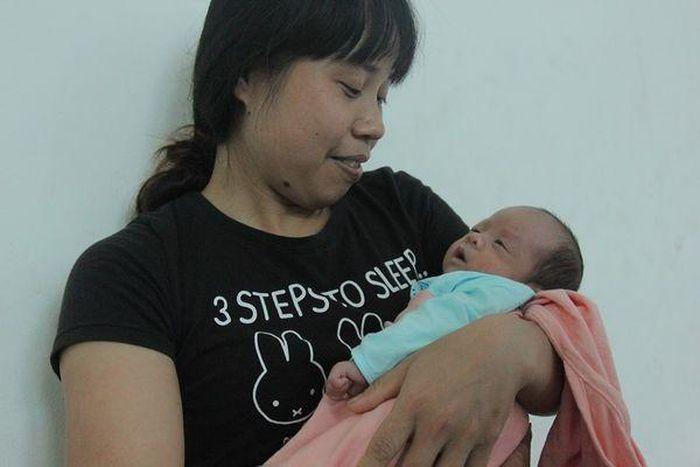 Nụ cười người mẹ ung thư vú giai đoạn cuối chào đón bé Đỗ Bình An: 'Chồng và con là điều tuyệt vời nhất giúp tôi vượt qua nỗi đau bệnh tật'
