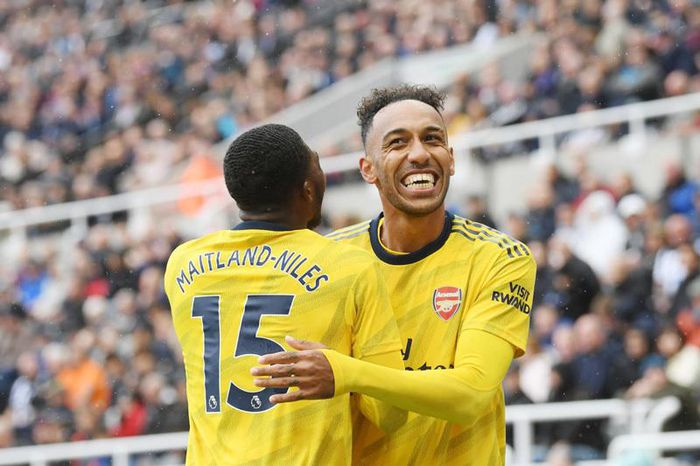 Image result for Aubameyang ghi bàn, Arsenal thắng nhọc Newcastle