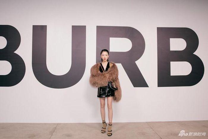 Báo Zing: Jisoo diện đồ công sở sau tin hẹn hò, Yoo Ah In nhuộm tóc bạch kim