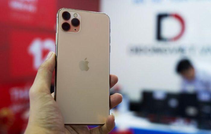 Cận cảnh iPhone 11 Pro Max có mặt sớm tại TP.HCM