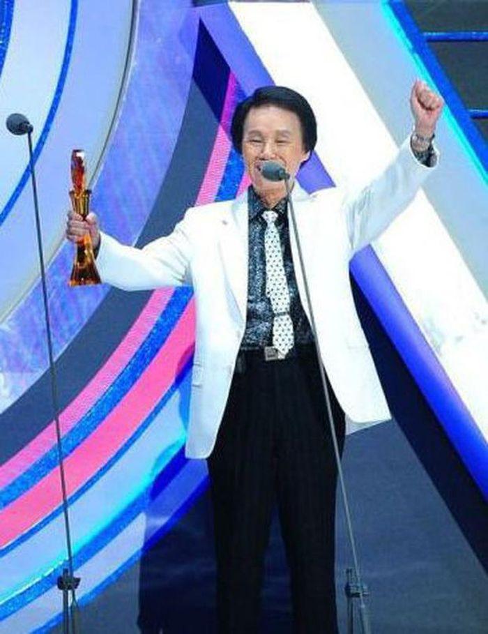 Ca sĩ 92 tuổi Đài Loan bị nhân viên y tế hạ độc để đỡ phải làm việc