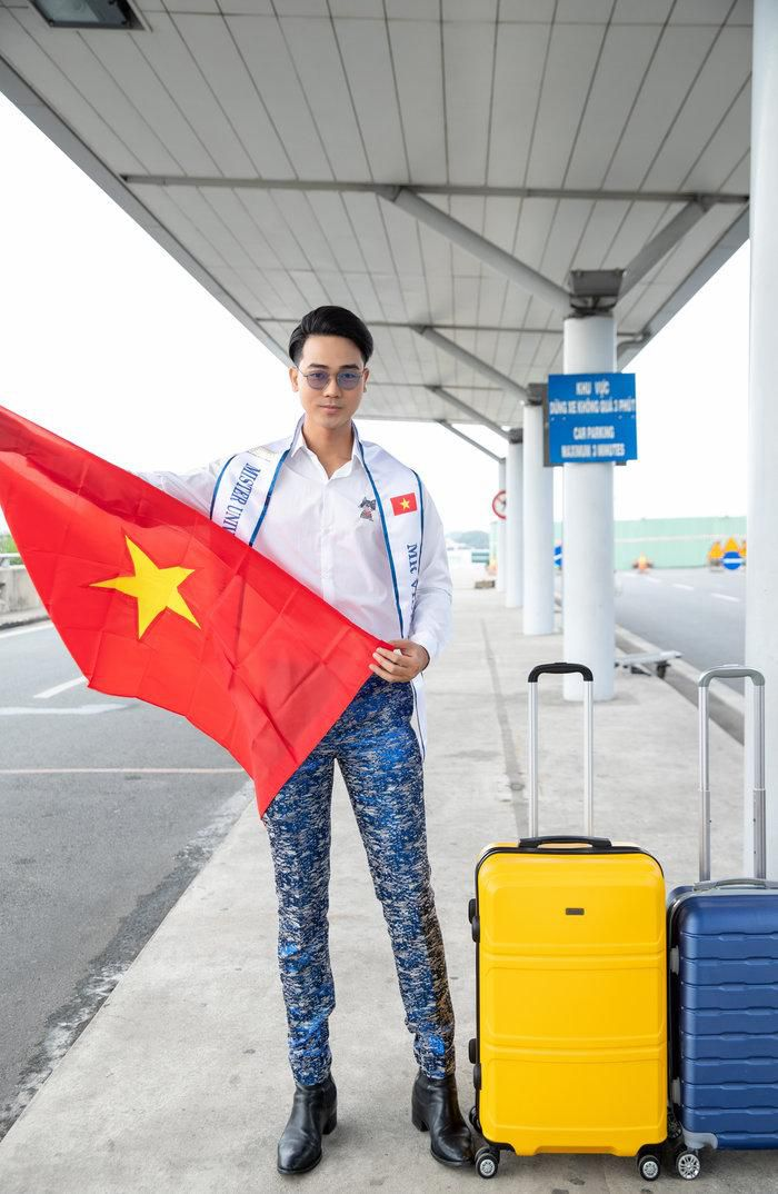 Mặc sơ mi trắng điển trai như soái ca, đại diện Việt lên đường dự thi Mister Universe Tourism 2019